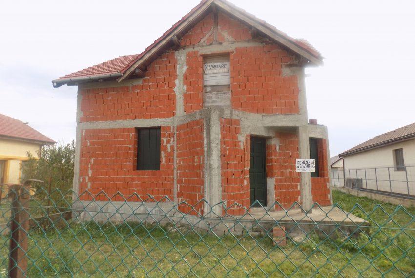 Casa in rosu iintrare Santandrei (4)